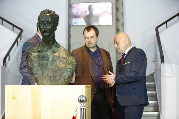 FOTO | Enigmele sculpturii lui Brâncuși de la Buzău așteaptă o expertiză autorizată pentru a fi deslușite