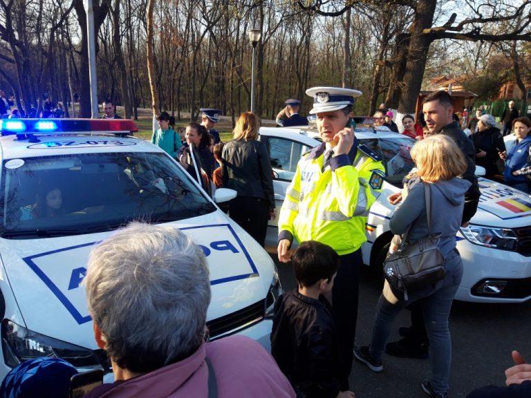 Foto: Poliţiştii au făcut baie de mulţime în Crâng