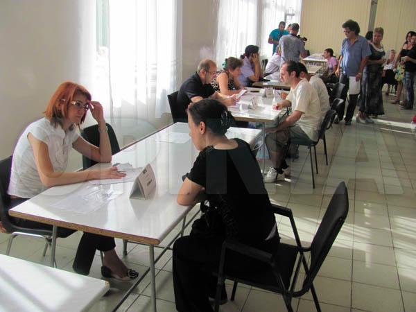 Aproape 800 de locuri de muncă, oferta angajatorilor buzoieni la prima bursă din acest an