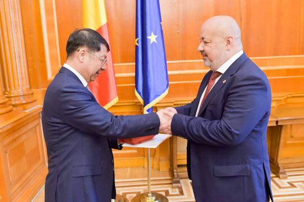 Deputații Lazăr și Păle, în delegațiile care au purtat convorbiri cu reprezentanții Adunării Naționale Populare a R. P. Chineze