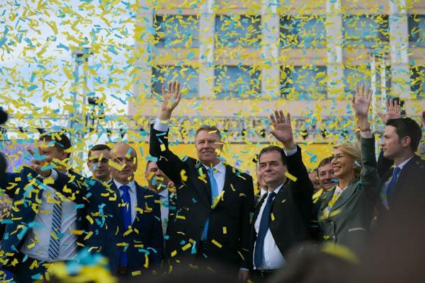 """Președintele României și PNL și-au dat mâna pentru Referendumul pe Justiție/ Klaus Iohannis: """"Pe 26 mai, mergem la vot să arătăm lumii că suntem un neam de oameni cinstiți, nu de hoți!"""" (P)"""