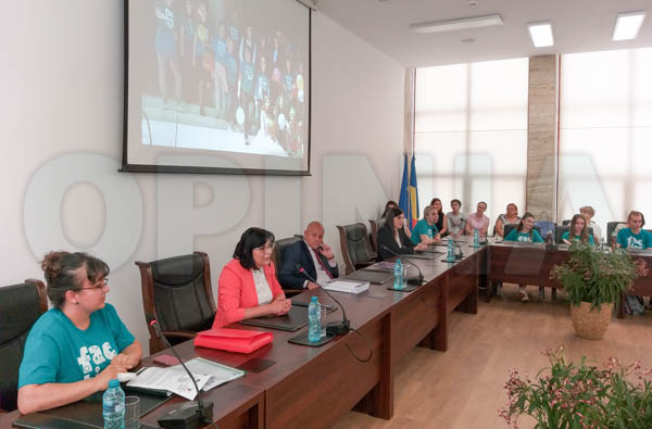 Aproape 300 de voluntari, implicați în cel mai mare proiect de voluntariat desfășurat prin Consiliul Județean