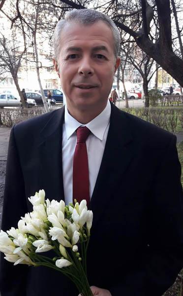 Consilierul Constantin Ionescu minte de îngheață apele ca să se justifice de ce a lăsat Școala 1 fără teren de sport
