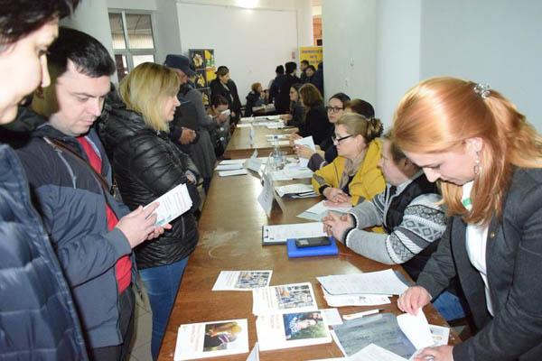300 de tineri absolvenți, așteptați la bursa locurilor de muncă de la Buzău