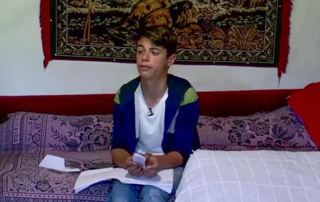 Povestea lui Robert, băiatul datorită căruia mai mulți elevi din Valea Salciei au primit tablete din donații pentru a face școală online