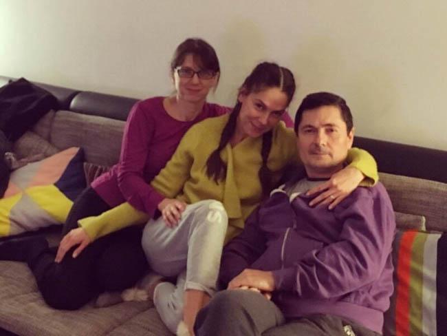 """Buzoianca Irina Fodor, despre familia sa cea sobră: """"Îți dai seama cum a fost când am adus acasă rock-starul cu cercel în ureche, țigări și șpriț…"""""""