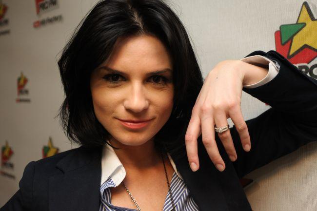 Ellie White a primit un inel de logodnă de 5.000 de euro