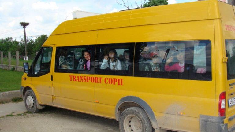 Primarii de municipii acuză Guvernul că încalcă legea privind finanțarea transportului elevilor
